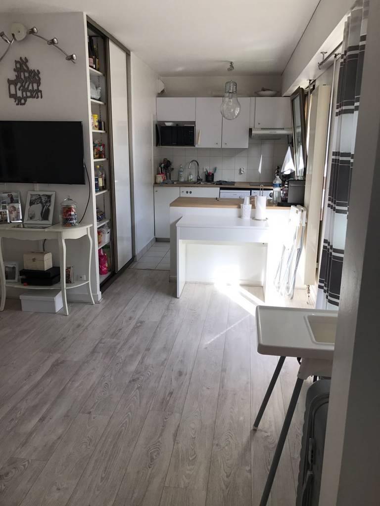 location appartement 2 pi ces 40 m levallois perret 92300 40 m de particulier. Black Bedroom Furniture Sets. Home Design Ideas