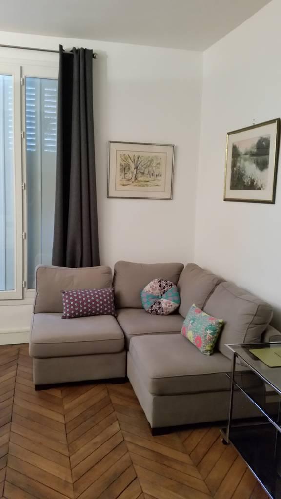 location meubl e studio 22 m paris 9e 22 m de particulier particulier pap. Black Bedroom Furniture Sets. Home Design Ideas