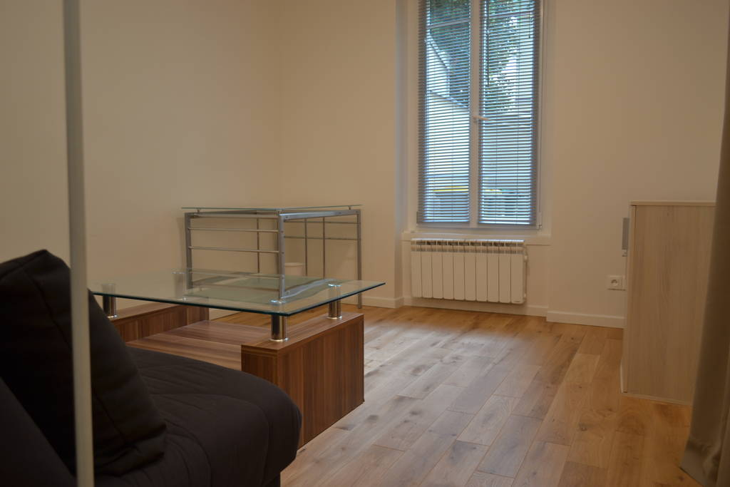 location meubl e studio 23 m montrouge 92120 23 m 850 de particulier particulier pap. Black Bedroom Furniture Sets. Home Design Ideas