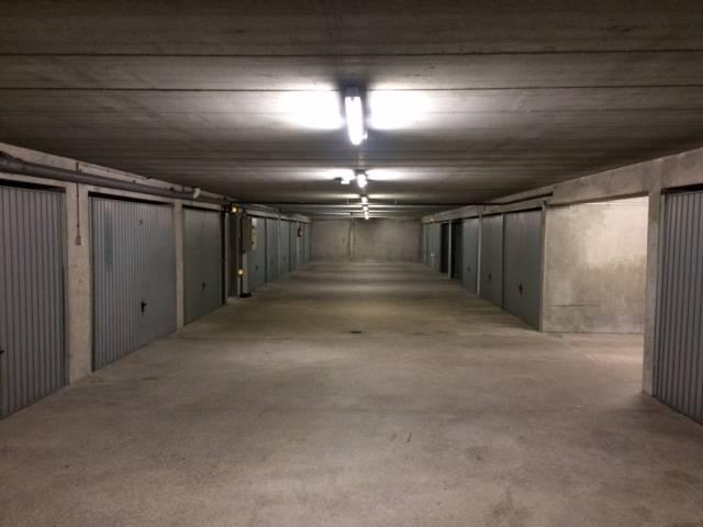 Location garage parking courbevoie 92400 125 de for Garage pires courbevoie