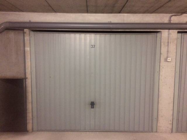 Location garage parking courbevoie 92400 125 de for Location box garage particulier