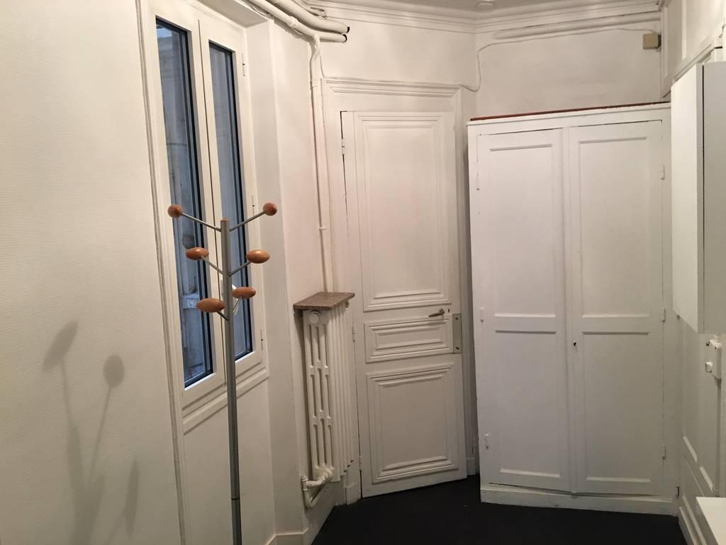 location meubl e studio 35 m paris 8e 35 m de particulier particulier pap. Black Bedroom Furniture Sets. Home Design Ideas