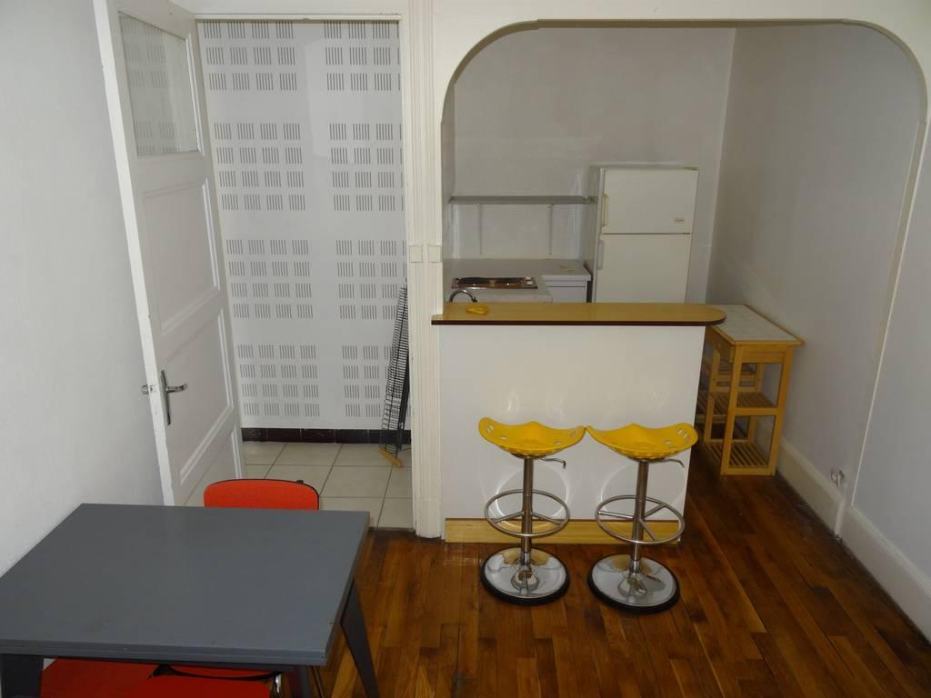 location meubl e appartement 2 pi ces 36 m lyon 8e 36 m 569 de particulier. Black Bedroom Furniture Sets. Home Design Ideas