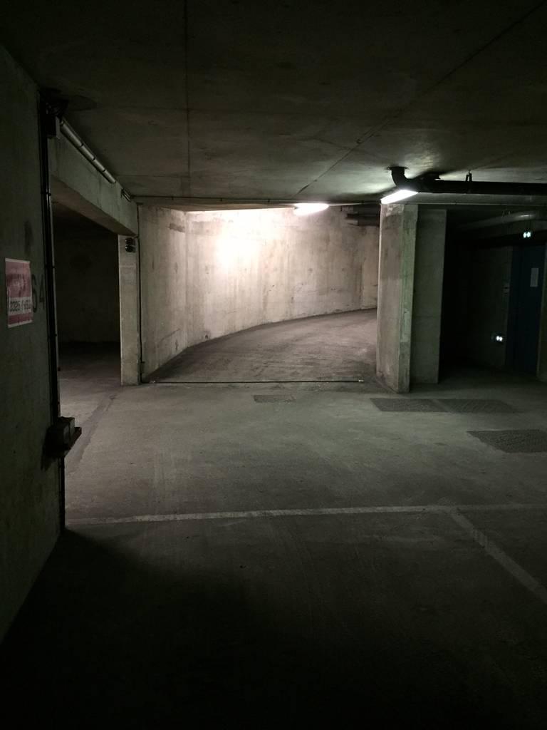 Location garage parking paris 18e 115 de for Location garage mecanique ile de france