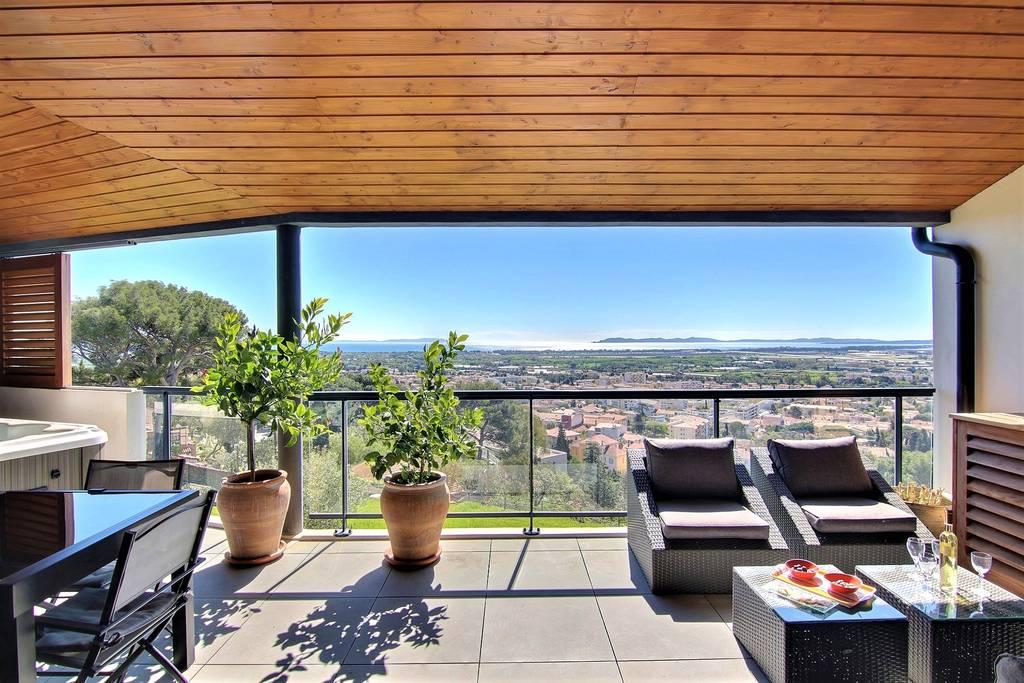 immobilier de luxe vendre var 83 demeures de charme. Black Bedroom Furniture Sets. Home Design Ideas
