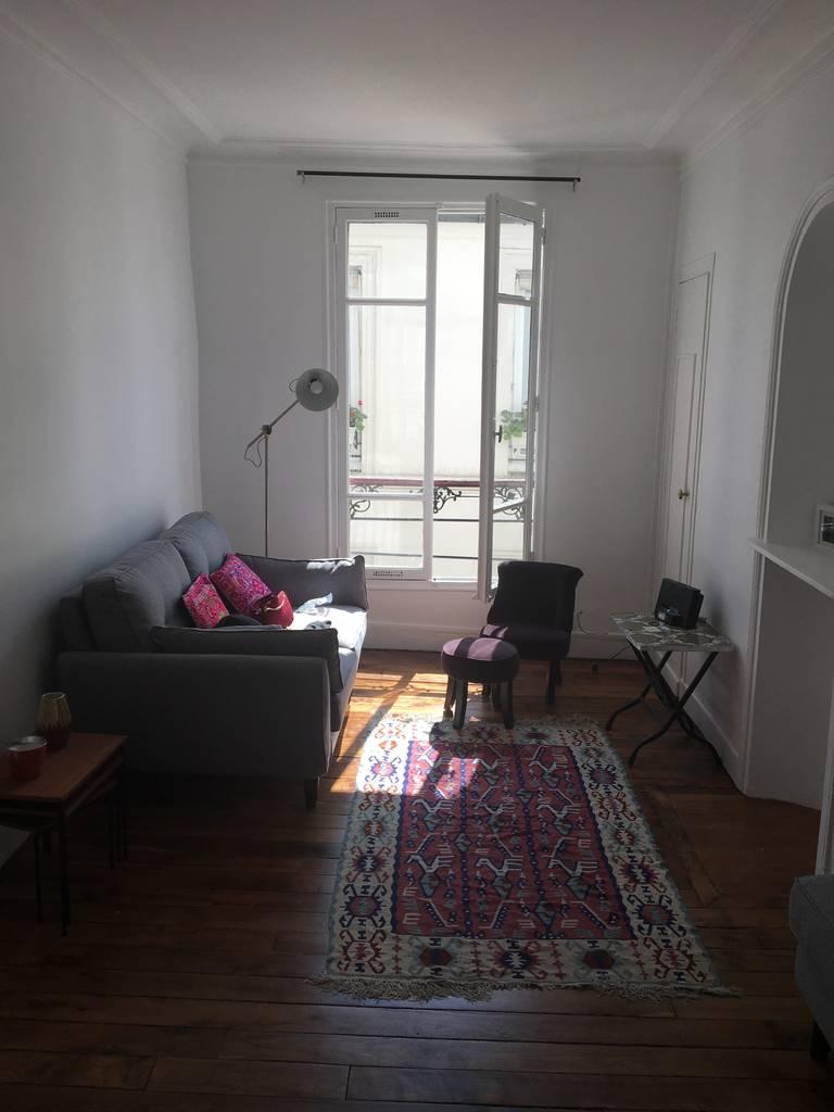 location meubl e appartement 2 pi ces 33 m paris 18e 33 m de particulier. Black Bedroom Furniture Sets. Home Design Ideas