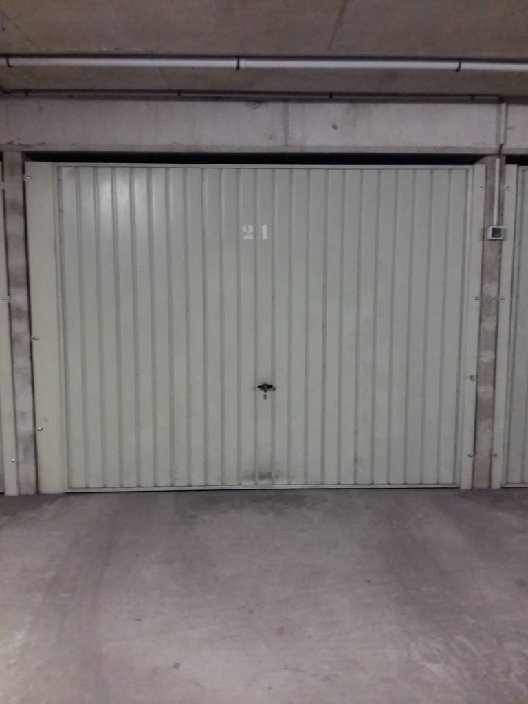 Location garage parking paris 17e 190 de for Location box garage particulier