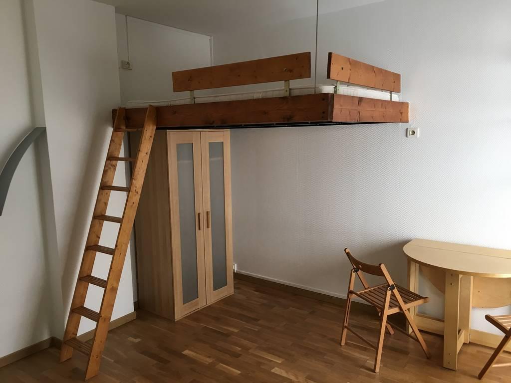 Location appartement paris 18e appartement louer paris for Garage paris 18e