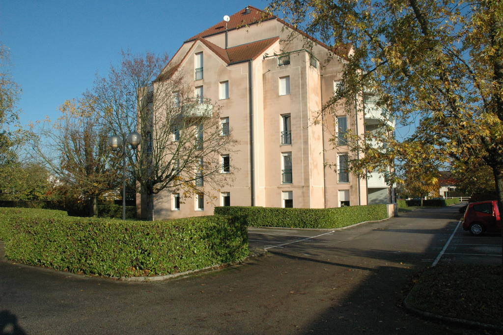 location appartement 4 pi ces 92 m chatenoy le royal 71880 92 m 860 de particulier. Black Bedroom Furniture Sets. Home Design Ideas