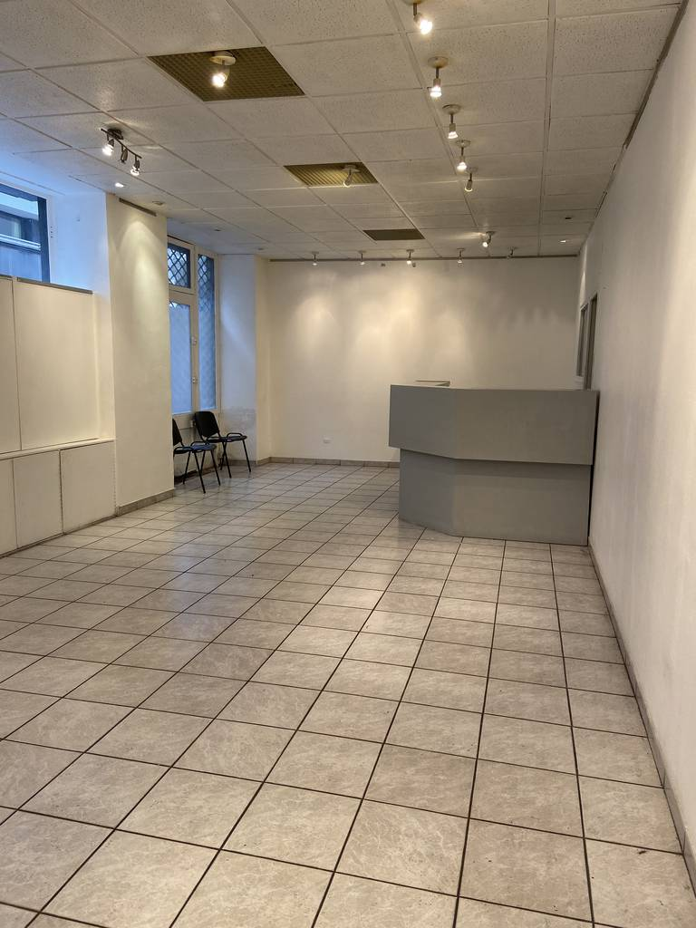 Local commercial 2.800 € 85 m² Paris 20E (75020)